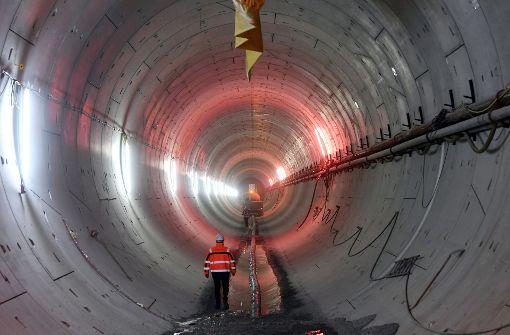 Durch die Kombilösung soll ein Teil der Straßenbahnen in Karlsruhe in den Untergrund verlegt werden. Foto: dpa