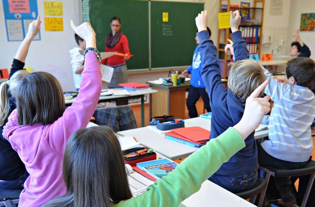An Schülern mangelt es derzeit nicht – aber an Lehrern. Foto: dpa