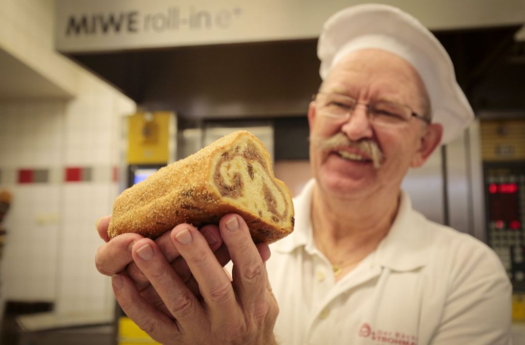 Ausgezeichnet: Georg Strohmaier und sein ziemlich berühmter Königsstollen. Rund 1000 Stück produziert der Bäckermeister pro Jahr. Wie das funktioniert: Klicken Sie sich durch die Bilderstrecke. Foto: factum/Granville