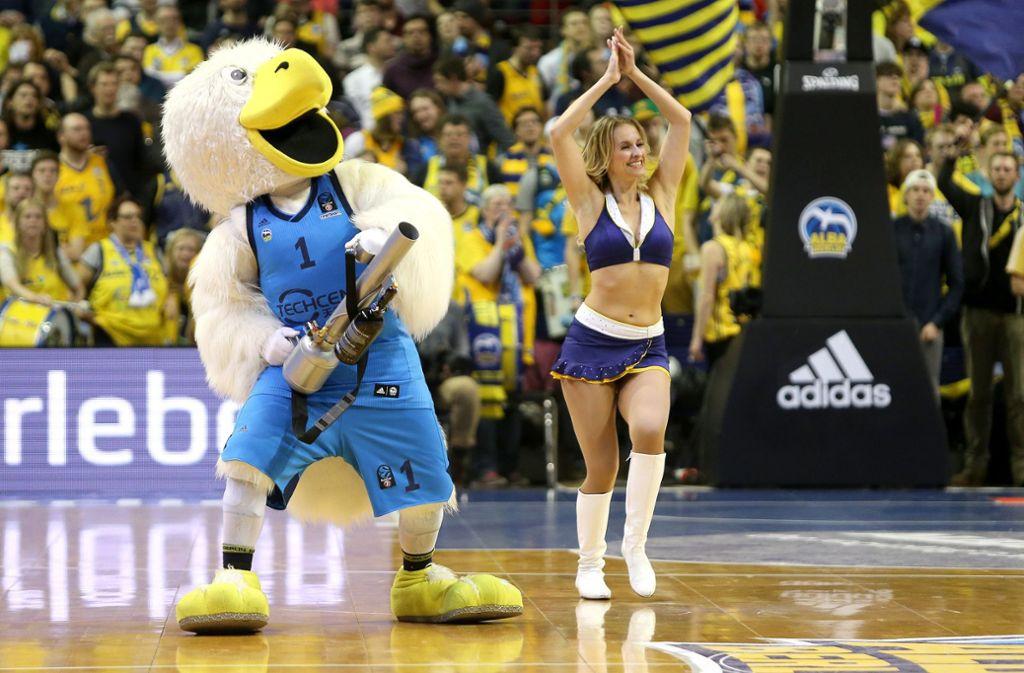 Passt nicht mehr in die Zeit: Die Cheerleader von Alba Berlin, die Alba Dancers, werden künftig nicht mehr in den Pausen auf der Spielfläche tanzen. Foto: dpa/Andreas Gora