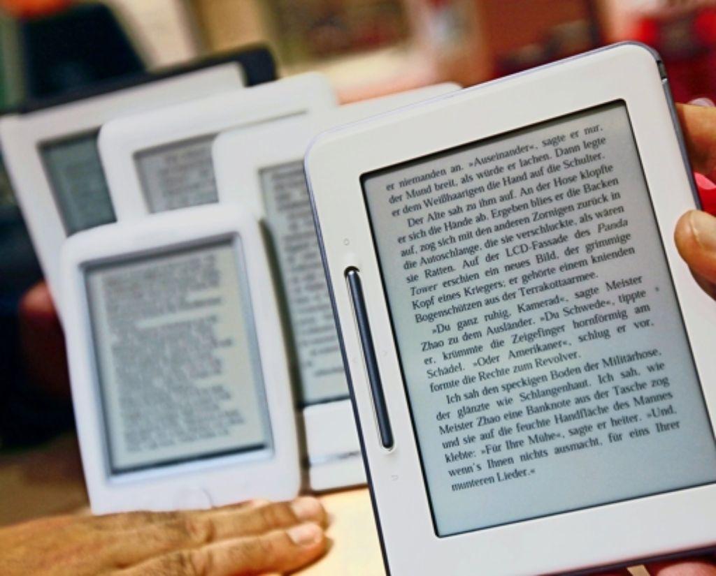 Das E-Book gewinnt an Zuspruch. Doch es lohnt sich, die Anbieter in Bezug auf den Umgang mit der Privatsphäre zu vergleichen. Foto: dpa
