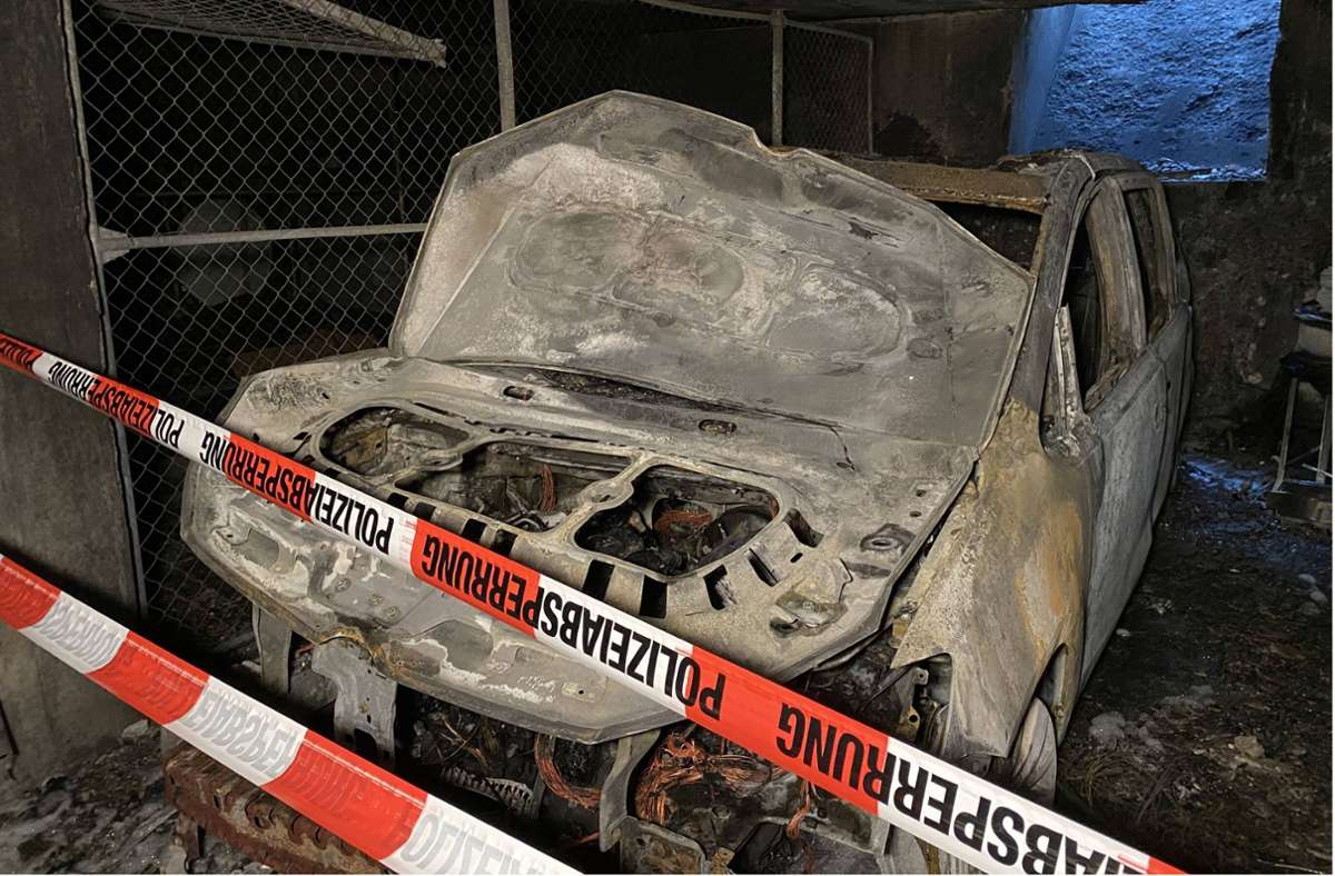 Ermittlungen ergeben: Hier dürfte der Täter das Feuer in der Bernsteinstraße gelegt haben. Foto: 7aktuell.de