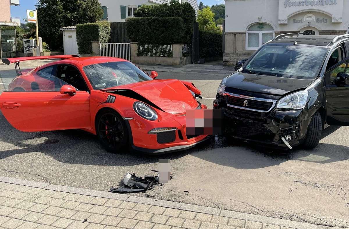 Der Peugeot-Fahrer übersah den Sportwagen beim Abbiegen. Foto: SDMG/SDMG / Schulz