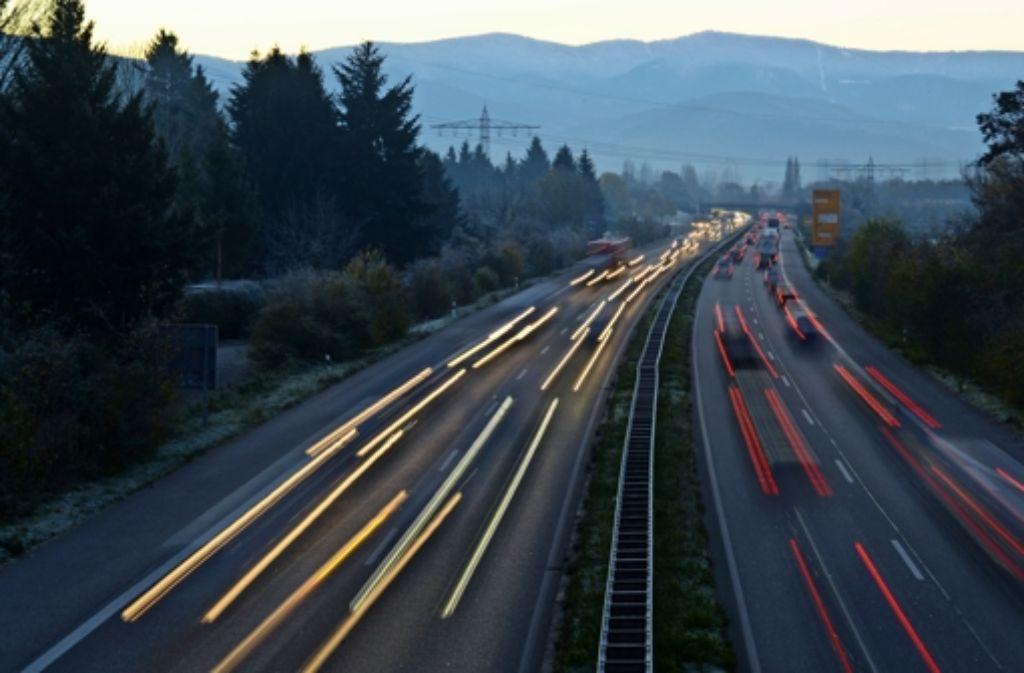 Vernetzte Mobilität kann Fluch und Segen zugleich sein. Der Forscher Alexander Mankowsky fordert deshalb eine Diskussion darüber, wie wir künftig leben wollen. Foto: dpa