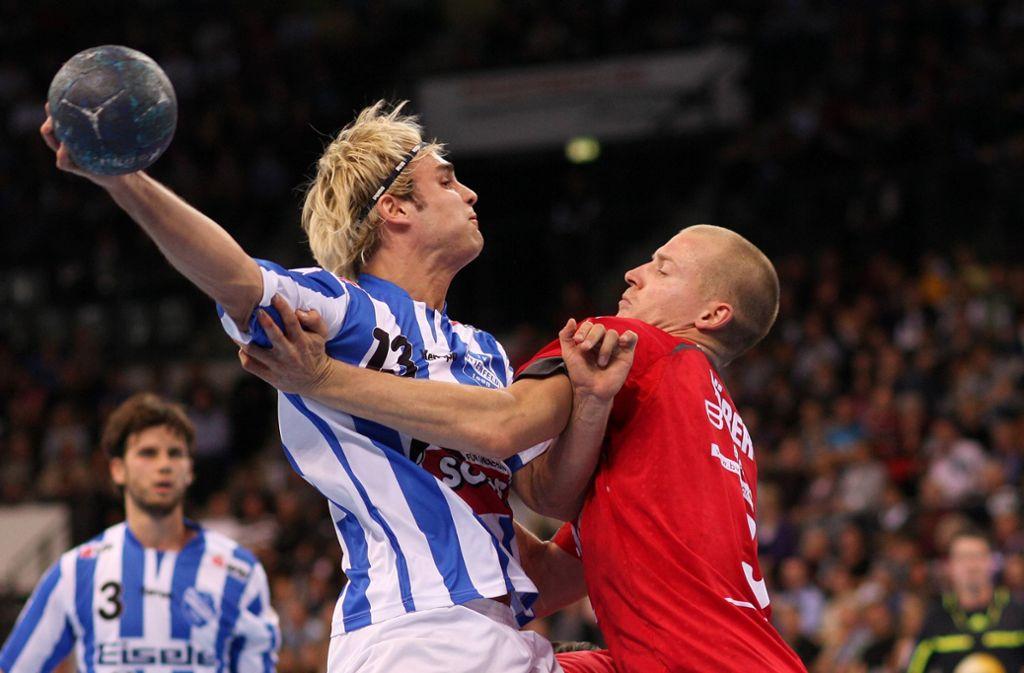Als der TVB Stuttgart noch TV Bittenfeld hieß, spielte der TVB (links) gegen den Heimatverein (SG H2Ku, rechts) unseres Sportredakteurs in der 2. Bundesliga. Und ja: Manchmal tut Handball auch weh. Foto: Baumann
