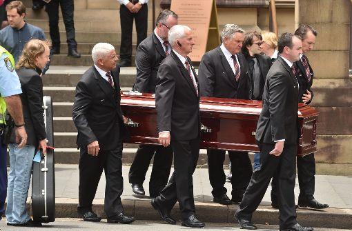 Hunderte Menschen bei der Beerdigung von Malcolm Young
