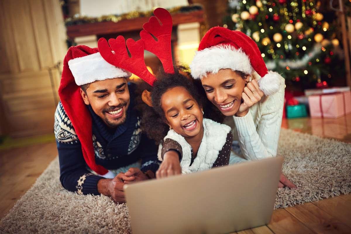 Netflix, Disney+ & Co: Wo laufen die besten Weihnachtsfilme? Foto: Lucky Business/Shutterstock