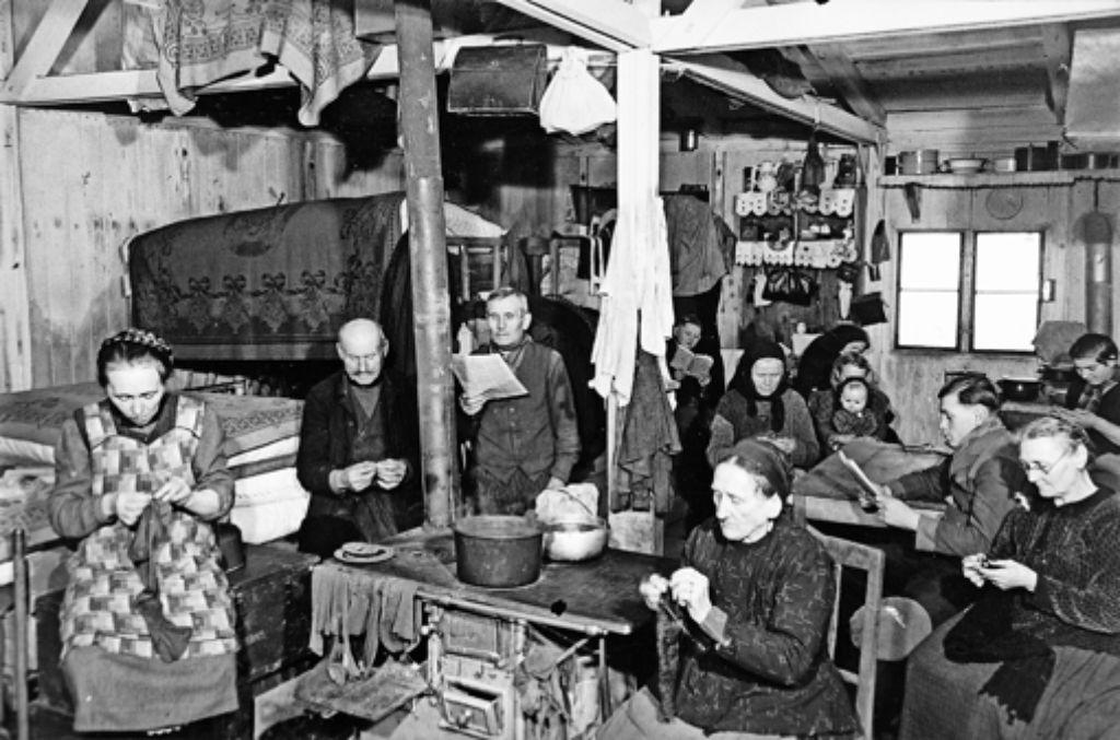 Alltag in einem Gemeinschaftsraum im Flüchtlingslager auf der Schlotwiese Foto: Sammlung Weishaupt/Haus der Geschichte Baden-Württemberg