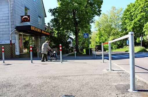 Stadt stellt unzählige Poller vor Stuttgarter Bäckerei auf