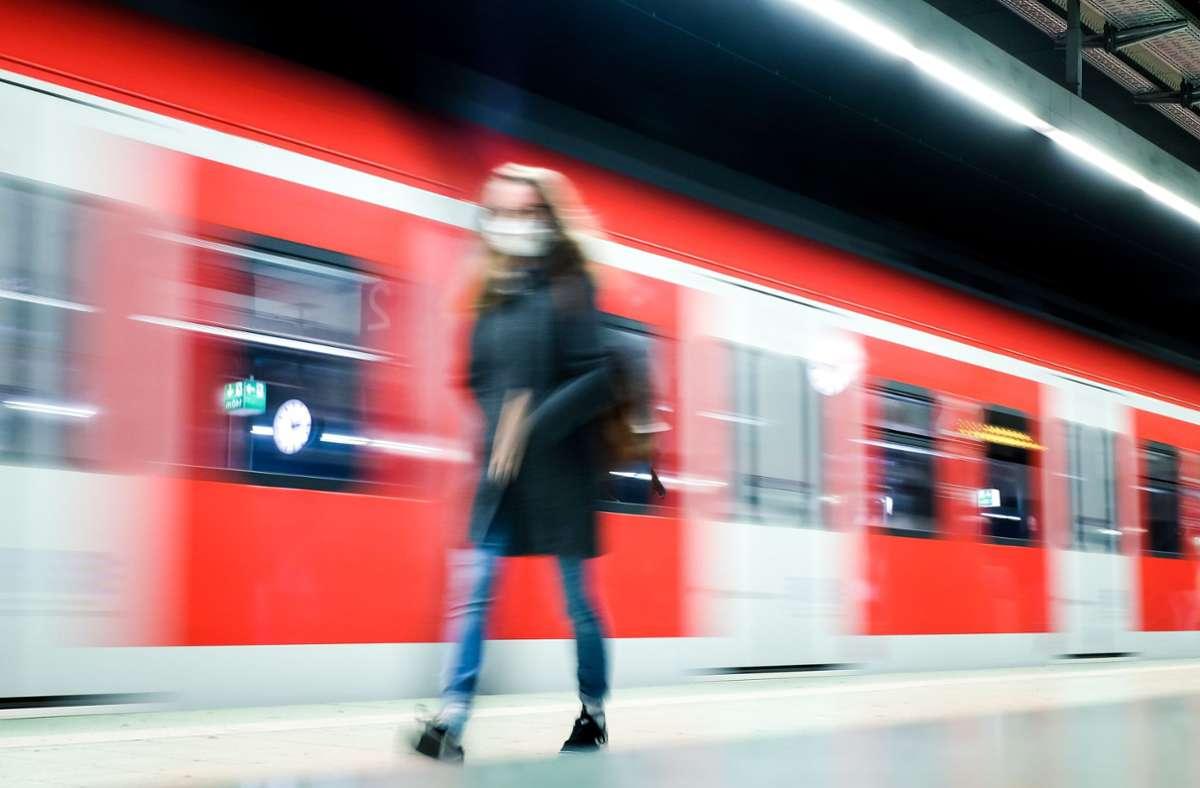 Im Pandemiejahr 2020 fuhren die S-Bahnen vergleichsweise pünktlich. Aber wie wird es, wenn wieder mehr Menschen in die Stationen kommen? Foto: Lichtgut/Max Kovalenko