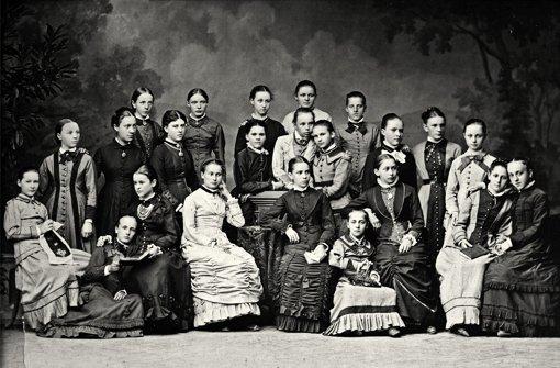 Abgangsklasse 1882  – ein Jahr zuvor feierte das Töchter-Institut  das 50-Jahr-Jubiläum. Foto: