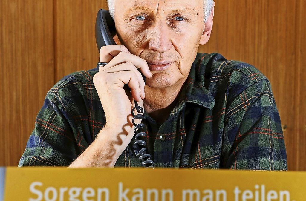 Der Telefonseelsorger der evangelsichen Kirche, Krischan Johannsen, bei der Arbeit. Foto: dpa