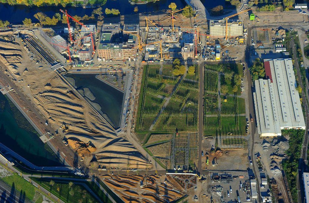 Die ersten Bäume sind schon angepflanzt, die neuen Seen angelegt. Auch die Neubauten der Stadtausstellung sind bereits im Werden. Foto: Werner Kuhnle