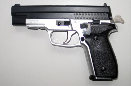 Jugendlicher  mit Waffe unterwegs