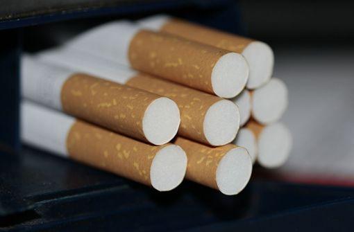 Unbekannter klaut Zigarettenstangen