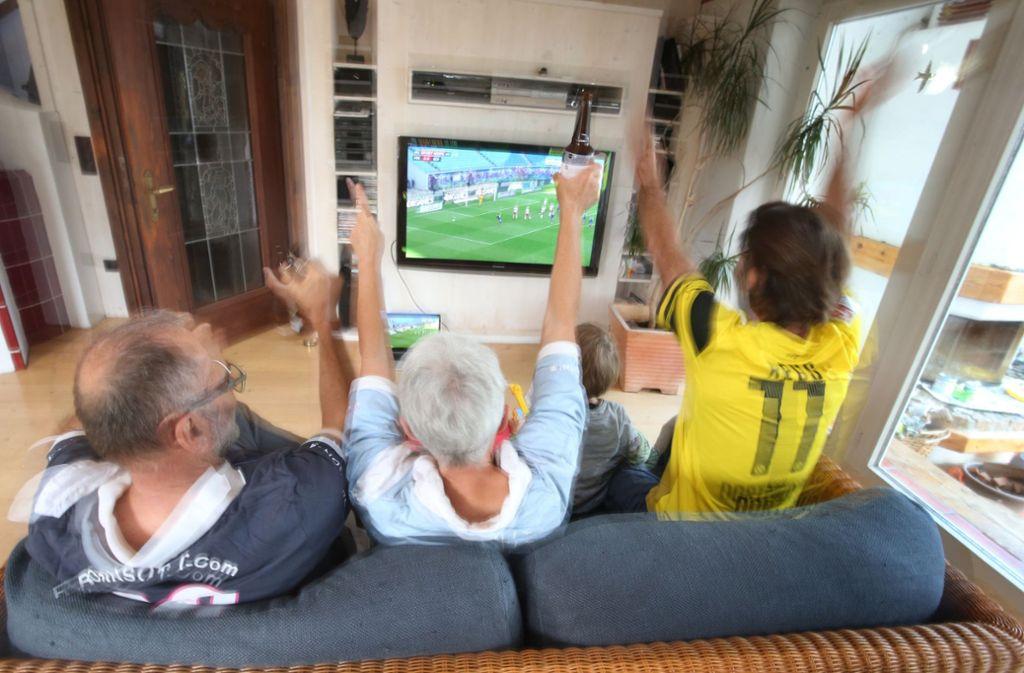 Über fünf Millionen Menschen schauten sich am Samstag die Bundesliga an. Foto: dpa/Karl-Josef Hildenbrand