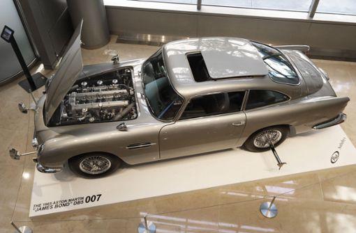 """Aston Martin von """"007"""" für fast sechs Millionen Euro  versteigert"""