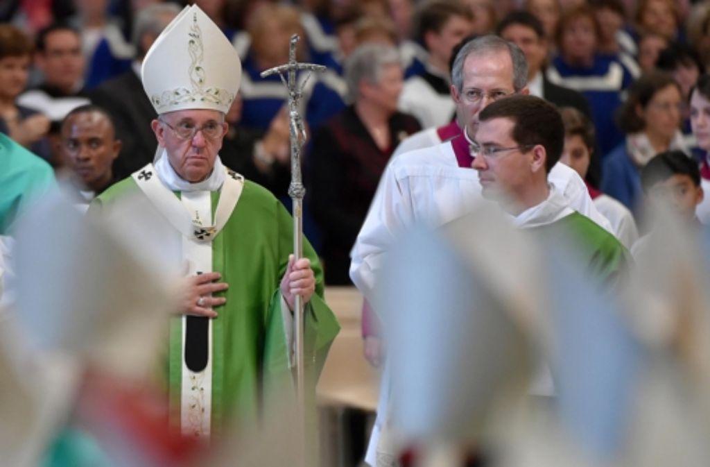 Papst Franziskus beendete das dreiwöchige Treffen der Bischöfe am Sonntag mit einer Messe im Petersdom beendete. Foto: dpa