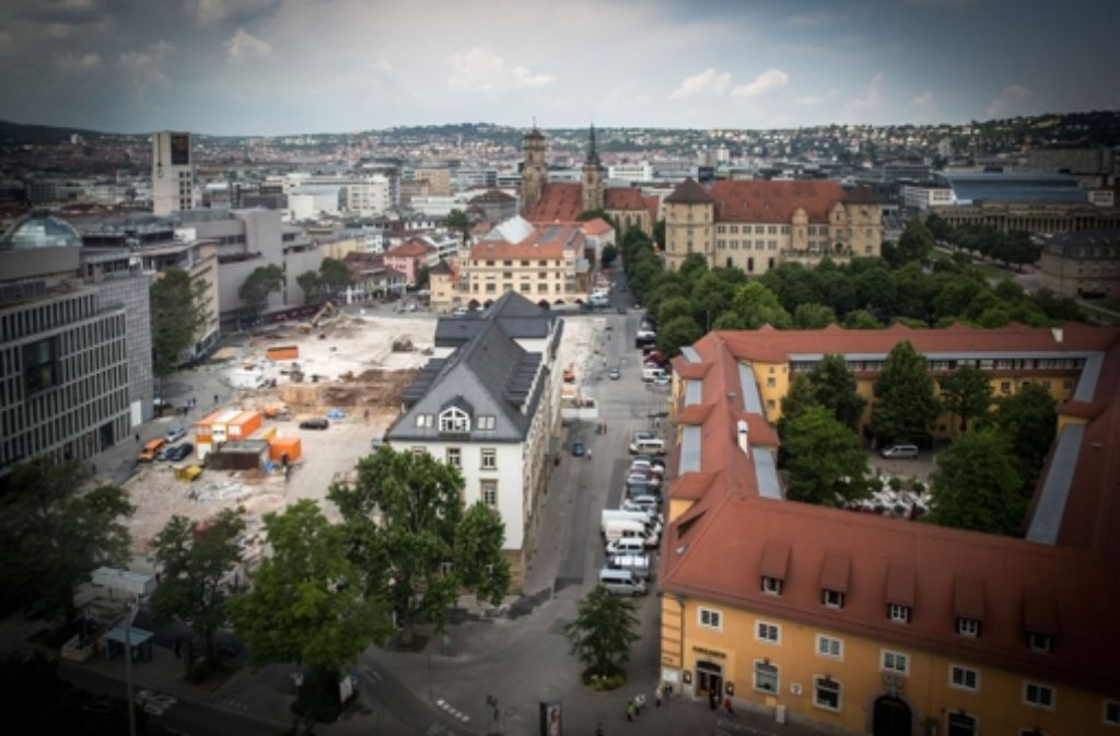 Derzeit steht das Hotel Silber allein am Rand der Breuninger-Baustelle. Foto: Achim Zweygarth