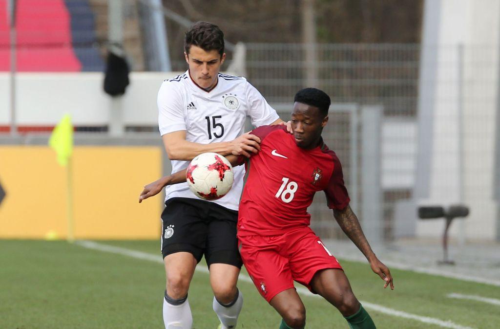 Marc-Oliver Kempf (hier beim U21-Länderspiel im Gazistadion gegen Carlos Mané) steht offenbar erneut im Visier des VfB Stuttgart. Foto: Pressefoto Baumann