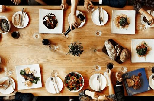 Diese Restaurants in Stuttgart schicken dich auf eine kulinarische Weltreise – und stillen nicht nur den Hunger, sondern auch das Fernweh.