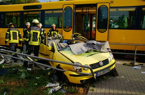 Verletzte nach heftigem Zusammenstoß zwischen Pkw und Stadtbahn