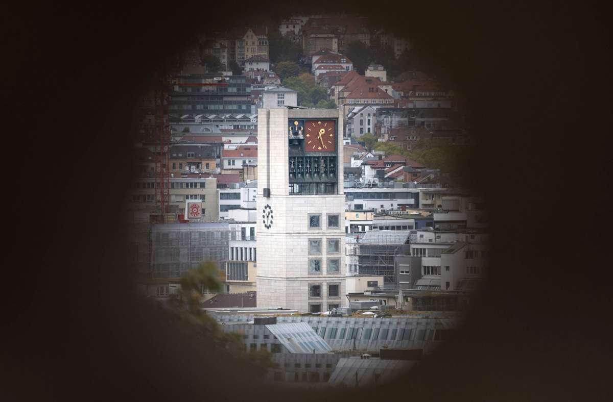 Das Stuttgarter Rathaus im Blick. Im November wird ein neues Stadtoberhaupt gewählt. Foto: dpa/Marijan Murat