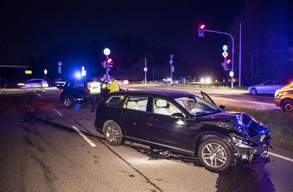 Bei dem Unfall in Stuttgart-Zuffenhausen werden zwei Menschen verletzt. Foto: 7aktuell.de/Simon Adomat