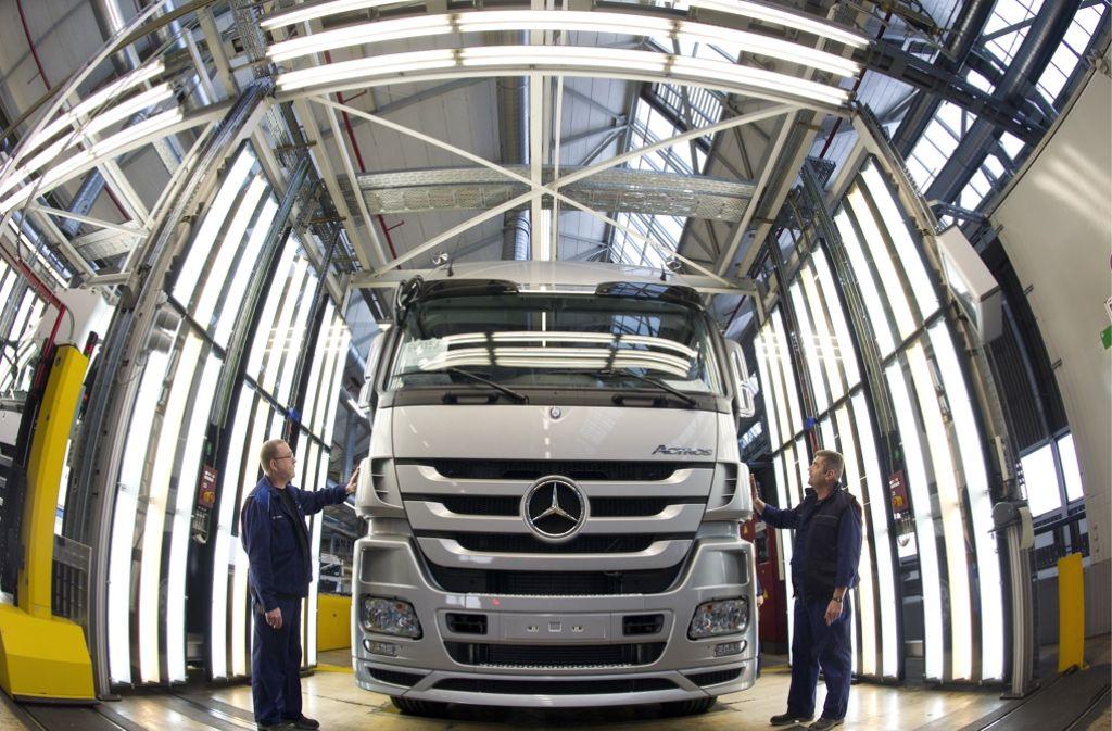 Die Lkw-Marke Mercedes-Benz will in den kommenden Jahren deutlich wachsen. Foto: dapd