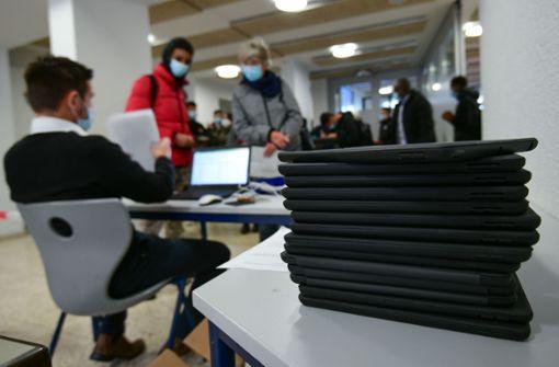 Stadt beschafft Leihlaptops für 6000 Lehrkräfte