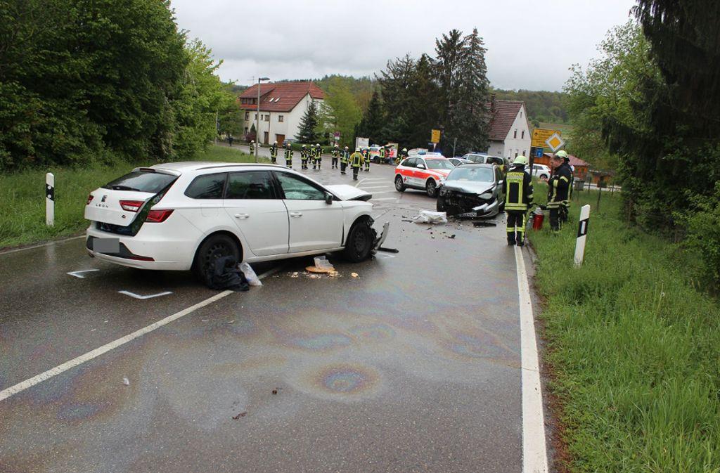 Die beiden Autos stießen frontal ineinander. Foto: SDMG