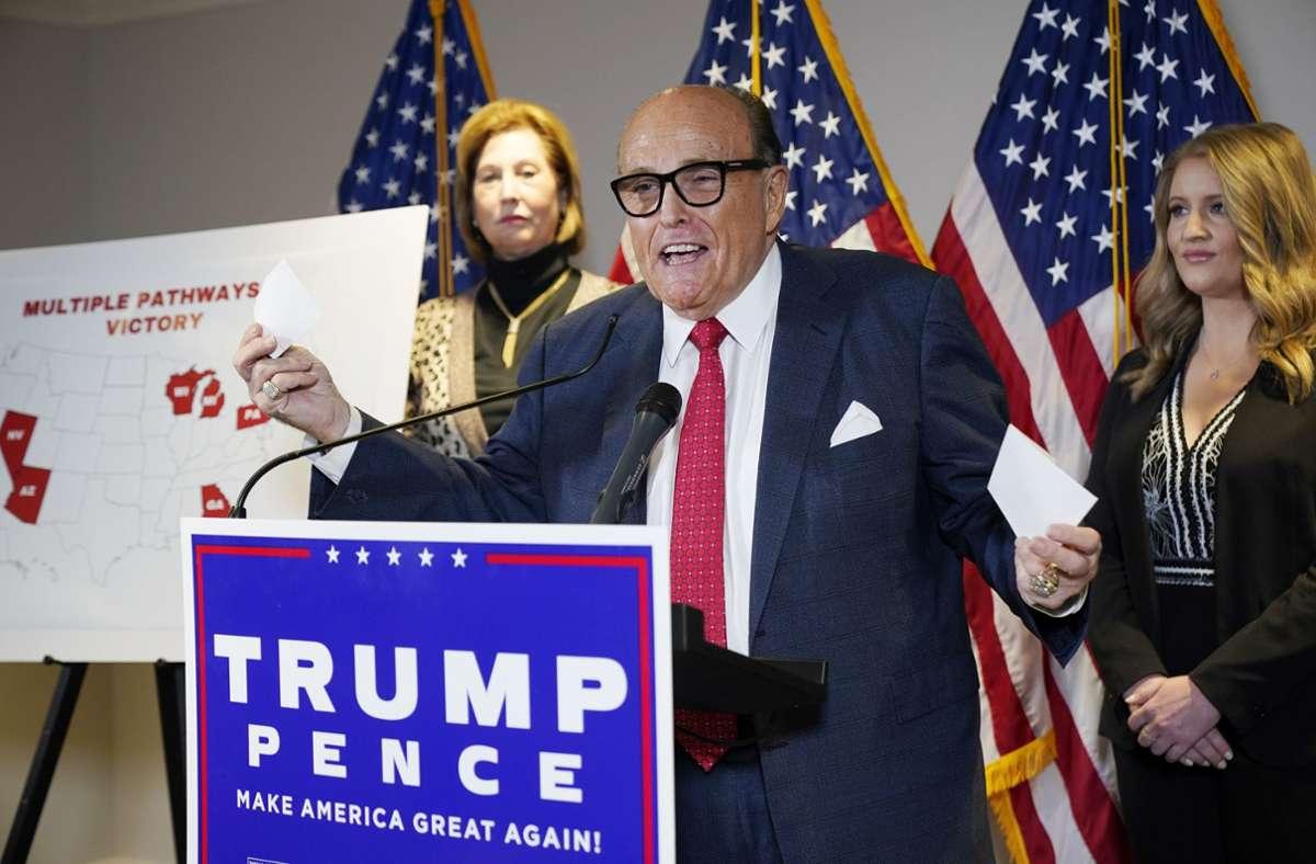 Trump-Anwalt Rudy Giuliani redet weiter von einem großen Betrug. Ohne Beweise. Foto: AP/Jacquelyn Martin