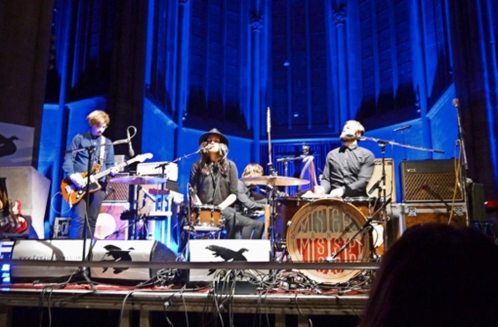 Me & Kat Frankie & My Drummer spielen in der Marienkirche beim ersten Freikonzert. Und die Kirche ist voll. Weitere Eindrücke vom Konzert und von den Problemen beim Einlass zeigen wir in der folgenden Bilderstrecke. Foto: Nina Ayerle