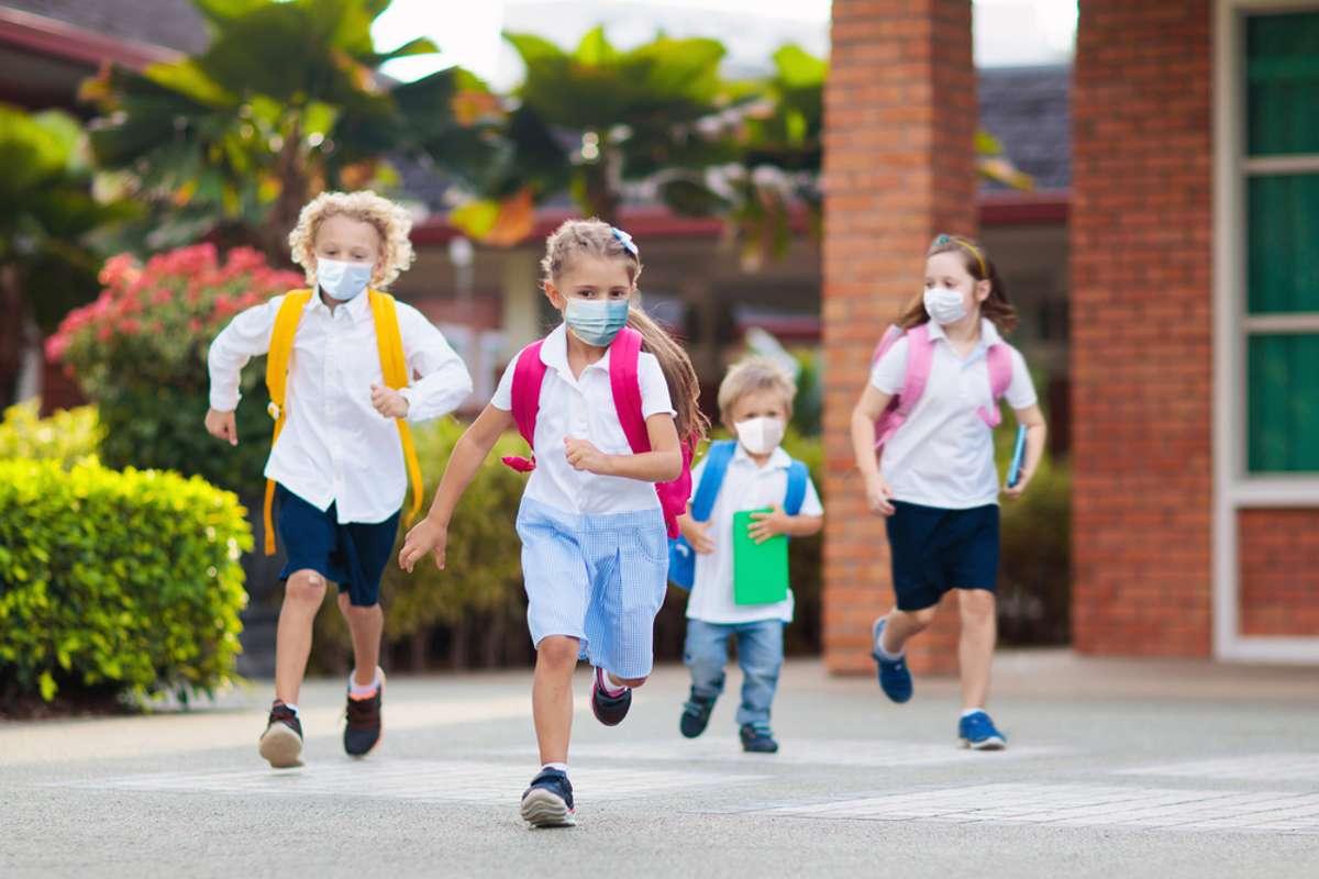 Mit diesen Symptomen sollten die Kinder zu Hause bleiben. Foto: FamVeld / shutterstock.com