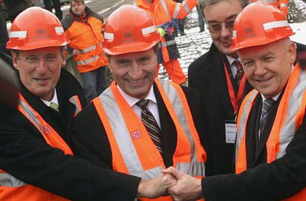 OB Schuster, Ministerpräsident Öttinger und Bahnchef Grube besiegeln mit einem Handschlag den Baustart für Stuttgart 21. Foto: Zweygarth