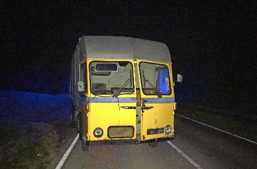 Lastwagen auf Straße abgestellt