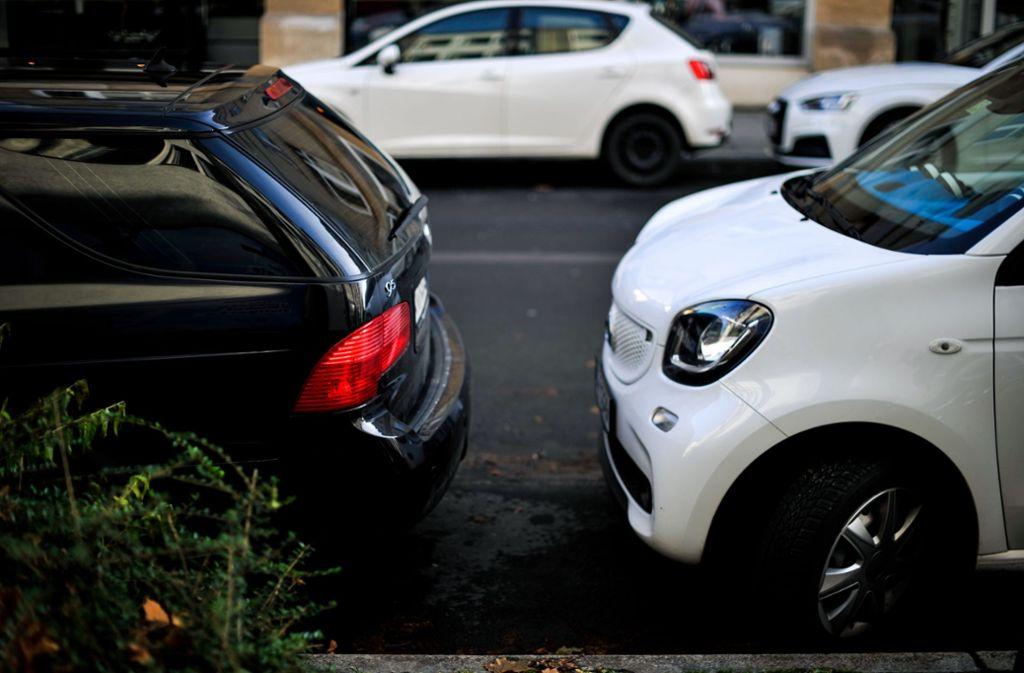 Parken ist in Stuttgart oft nervenaufreibend. Der Lobbyverband VDA macht Vorschläge, wie Autofahrer schneller zu einem Parkplatz finden könnten. Foto: Lichtgut/Max Kovalenko