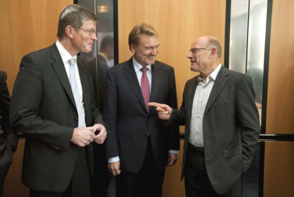 Von links: Bahnbevollmächtigter Eckhart Fricke, Bahn-Technikvorstand Volker Kefer und Verkehrsminister Winfried Hermann (Grüne). Foto: