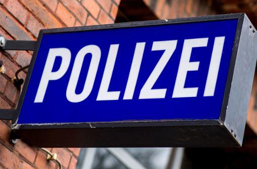 Fußgängerin nach Zusammenstoß verletzt – Polizei sucht Radfahrer