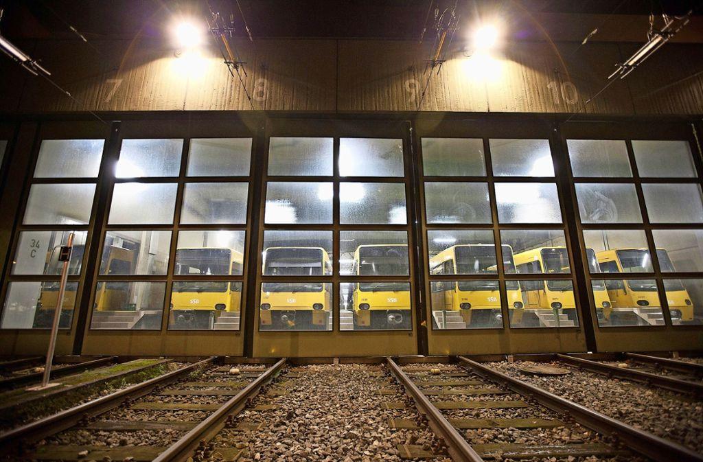 Stadtbahnen stehen im Heslacher Depot bereit. Weil die SSB weitere Bahnen anschaffen, benötigen sie einen vierten Betriebshof – möglichst im Nordwesten der Stadt. Foto: Archiv  Steinert