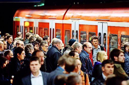 Auch 2017 müssen Fahrgäste wegen  Gleisbaustellen wohl Verspätungen und Zugausfälle bei der S-Bahn in Kauf nehmen Foto: dpa