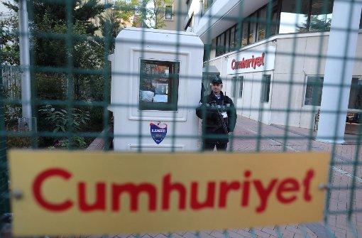 """Haftbefehl für Journalisten von """"Cumhuriyet"""""""