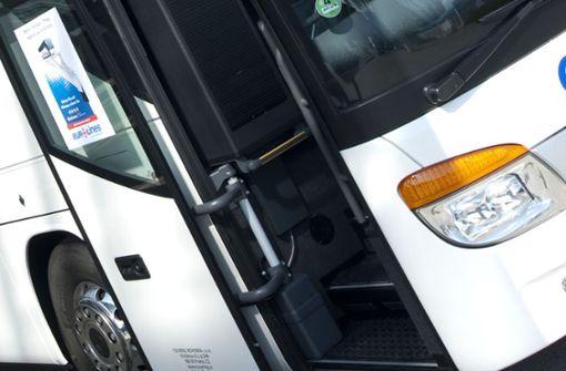 Seniorin    in Bustür eingeklemmt
