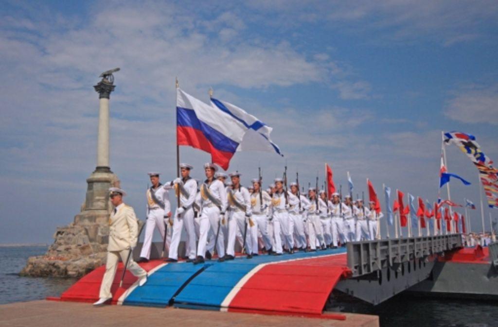 Russlands Marine kommt in Booten auf die  Krim. Bald soll es eine Brücke geben. Foto: imago