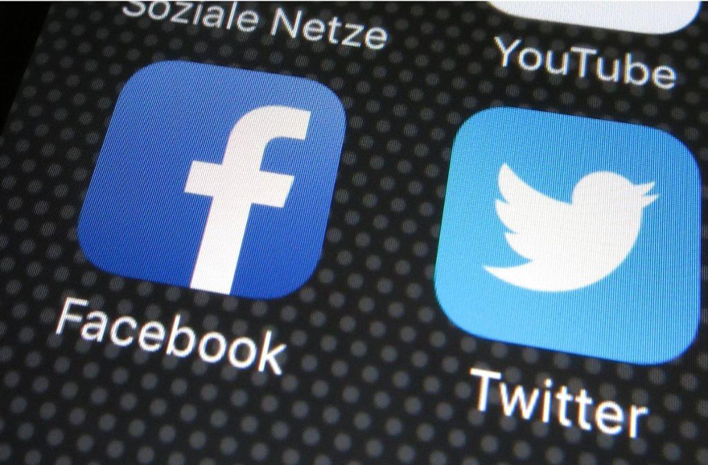 Die sozialen Netzwerke Facebook und Twitter erfüllen die EU-Regeln zum Schutz ihrer Nutzer nur unzureichend. Foto: dpa