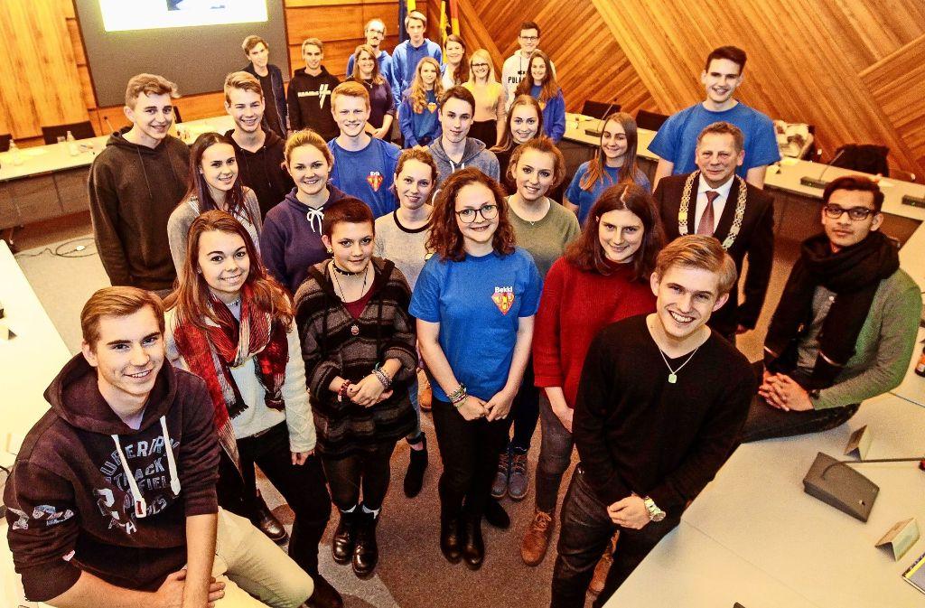 18 junge Volksvertreter sitzen am Ratstisch, 13 aus dem vorhergehenden Gremium sind ausgeschieden (im Foto im Hintergrund). Foto: factum/Bach