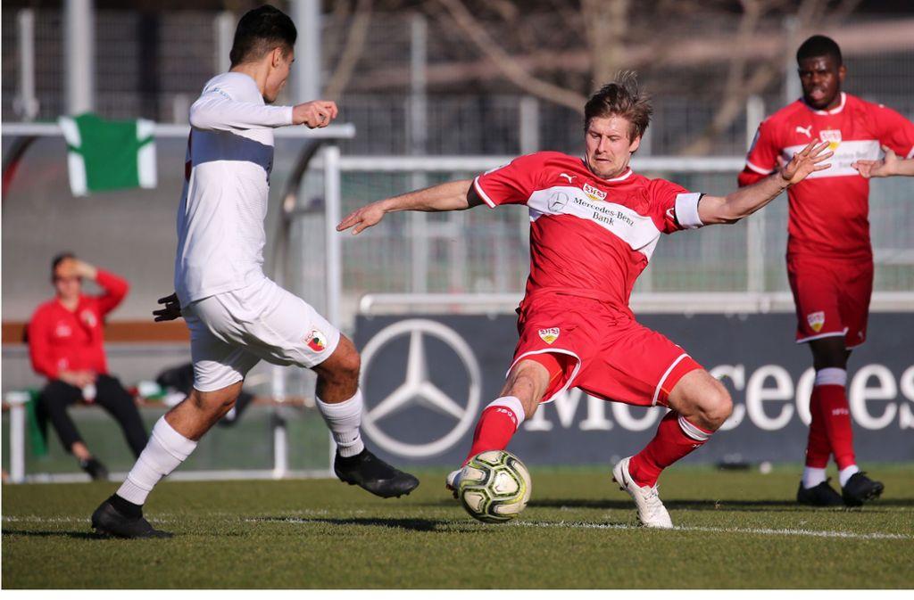 Winter-Neuzugang Marc Stein (re.) soll auch in der Oberliga eine der Säulen der Mannschaft bleiben. Andreas Hinkel: Zukunft als VfB-II-Trainer offen Foto: Baumann
