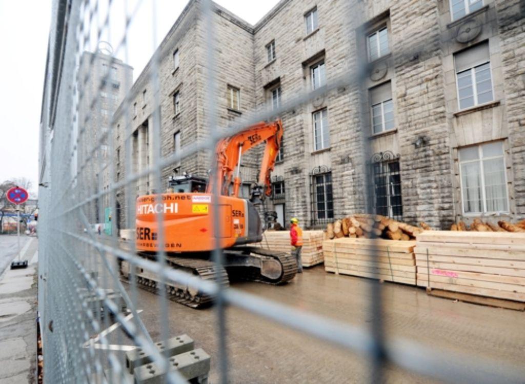 Der Südflügel des Hauptbahnhofs ist wegen der Bauarbeiten abgesperrt. Foto: dpa
