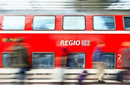 Rauch an Regionalzug - Rund 200 Fahrgäste in Sicherheit gebracht
