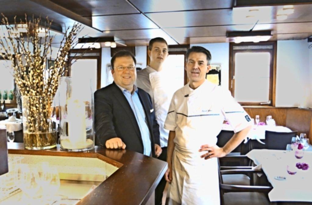 Das Team in der Krone, das sich bald verändern wird: Geschäftsführer Matthias Gugeler, der künftige Küchenchef Erik Metzger und der Sternekoch Patrick Giboin (von links) Foto: Matthias Ring